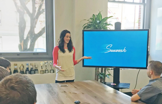 swoosh-presentation-remote-control